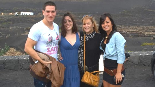 FAKINGS – PORNO FAMILIA Delia Rosa y Jazmina