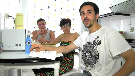 Universitarios de Santiago hacen un trío con la novia de uno de ellos