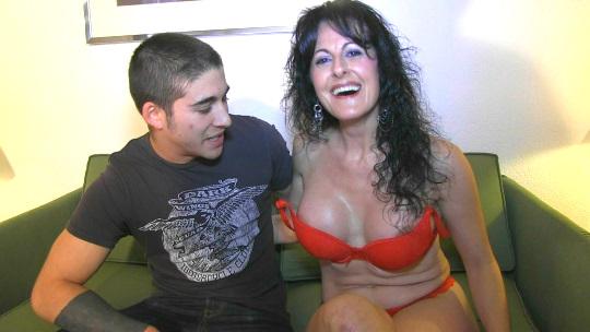 BrunoyMaría – Soraya de 40 se folla a Adrian de solo 20