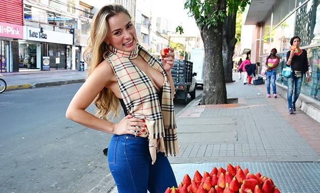 Colombiana hermosa Anastasia Rey recogida y follada