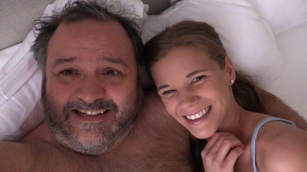 Izabela En la cama con Torbe